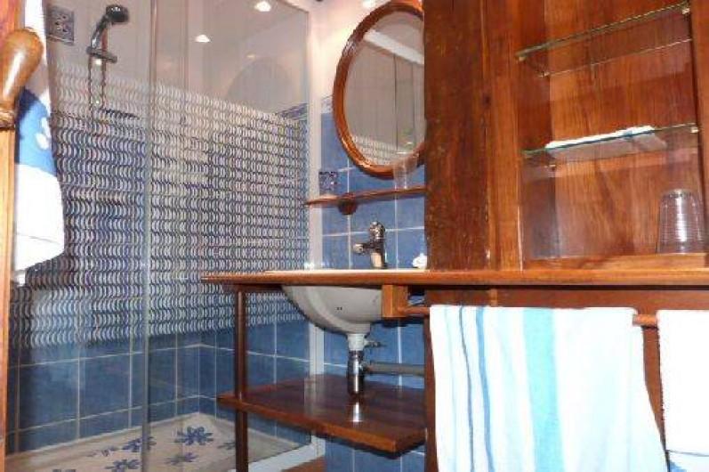 Location de vacances - Gîte à Saint-Clément-sur-Durance - Salle de bain de la chambre Ancolie