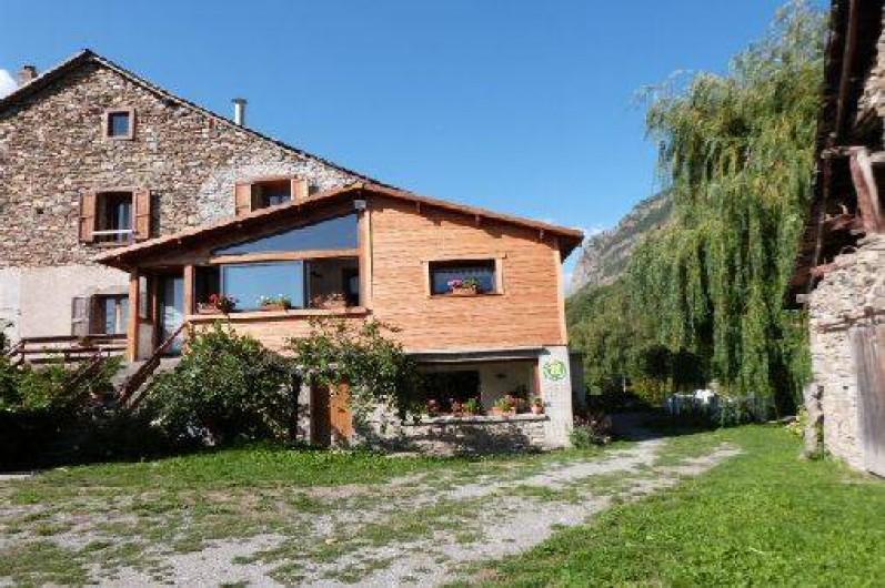Location de vacances - Gîte à Saint-Clément-sur-Durance - Vue de la façade de la maison