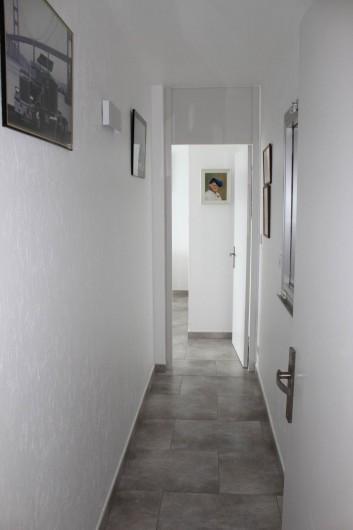 Location de vacances - Appartement à Banyuls-sur-Mer - Couloir vers la chambre 2