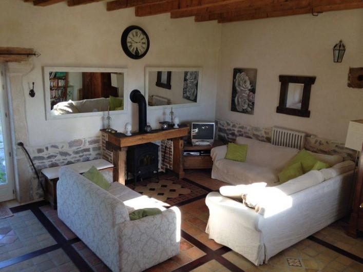 Location de vacances - Maison - Villa à Saint-Étienne-des-Oullières - Salle de séjours - poêle a bois