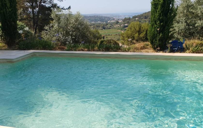 Location de vacances - Mas à Sanary-sur-Mer - EXTERIEUR PISCINE