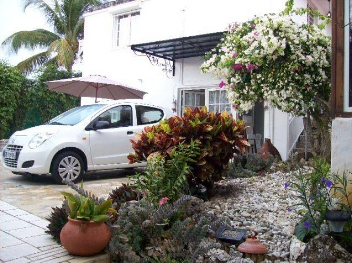 """Location de vacances - Studio à Sainte-Anne - Studio """"Pomme Kanel"""" : terrasse"""