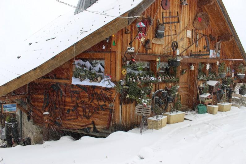 Location de vacances - Gîte à Alex - FACADE DU CHALET COTÉ ACCES AU GITE (HIVER)