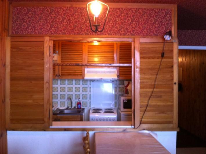 Location de vacances - Appartement à Super Besse - cuisine vue du séjour