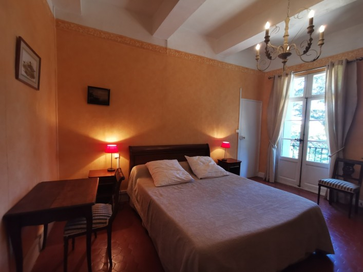 Location de vacances - Chambre d'hôtes à Jonquières - Grande Chambre Plumbago