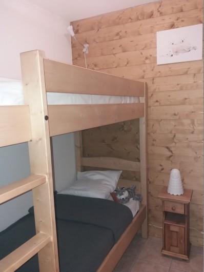 Location de vacances - Appartement à Les Deux Alpes - coin montagne avec lits superposés