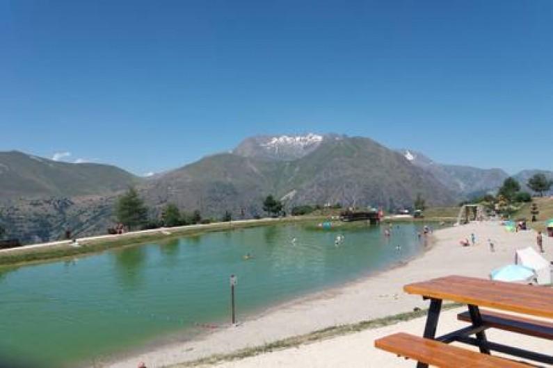 Location de vacances - Appartement à Les Deux Alpes - lac de la buissonnière à 100m, en été