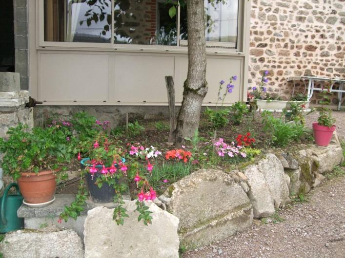 Location de vacances - Gîte à Châgnon - entrée du gite avec véranda
