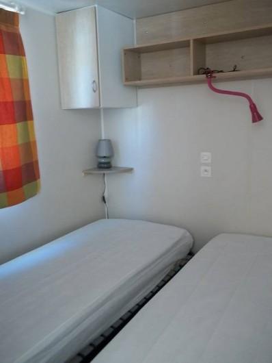 Location de vacances - Bungalow - Mobilhome à Blieux - chambre avec 2 lits