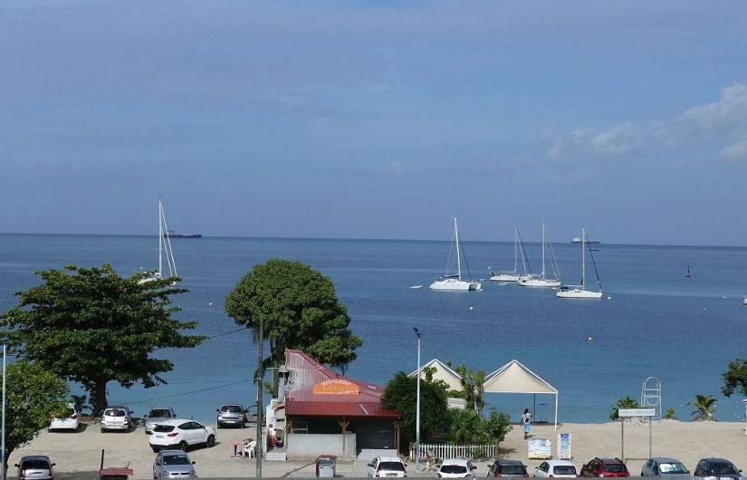 Location de vacances - Appartement à Pointe du Bout - Vue sur la plage depuis la chambre