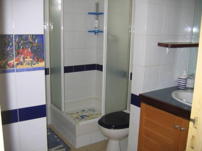 Location de vacances - Appartement à Pointe du Bout - salle de bain / toilette