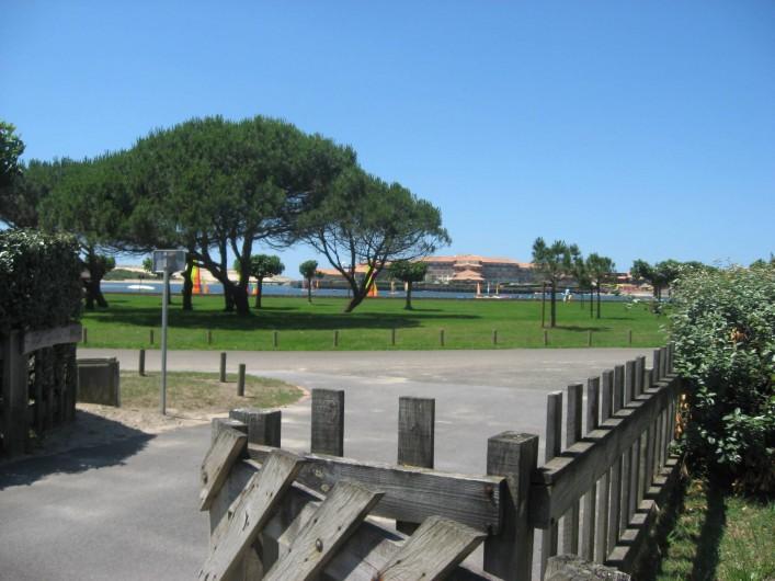 Location de vacances - Villa à Vieux-Boucau-les-Bains - Entrée avec vue sur le lac et sa plage