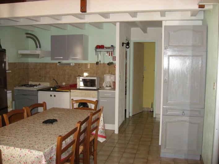 Location de vacances - Villa à Vieux-Boucau-les-Bains - Coin cuisine , toilettes au fond et salle de bain derrière la cuisine