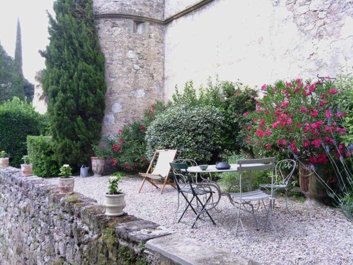 Location de vacances - Château - Manoir à Pégairolles-de-l'Escalette - Jardin coté rivière