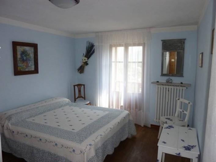 Location de vacances - Appartement à Introd - Chambre 1  Couchage 160  Porte fenêtre sur balcon