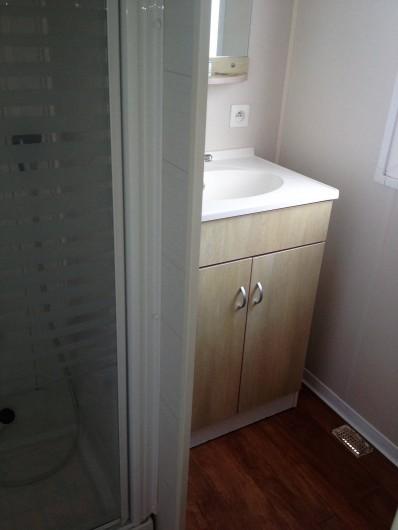 Location de vacances - Bungalow - Mobilhome à Sigean - salle de bains