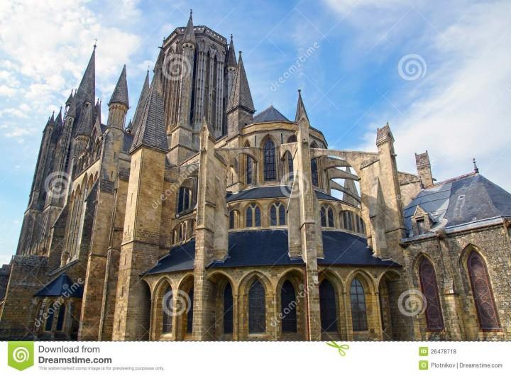 Location de vacances - Centre de vacances à Agon-Coutainville - La Cathédrale de Coutances sur le chemin de St Jean de Compostelle.
