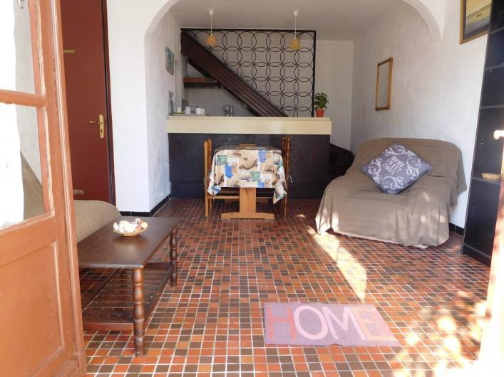 Location de vacances - Maison - Villa à Andernos-les-Bains - SEJOUR VU DEPUIS L'ENTREE DU LOGEMENT
