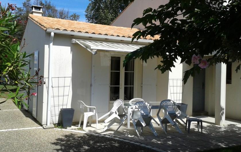 Location de vacances - Villa à La Couarde-sur-Mer - Terrasse 1 avec store électrique