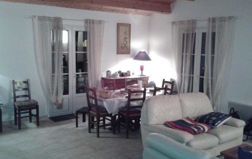 Location de vacances - Villa à La Couarde-sur-Mer - salon avec 2 canapés cuirs et fauteuils