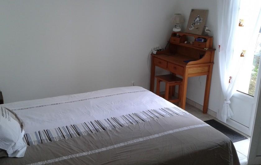 Location de vacances - Villa à La Couarde-sur-Mer - Chambre 1 lit de 160  Petit bureau et Wifi