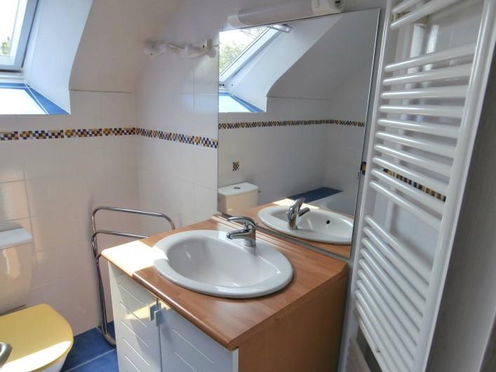 Location de vacances - Gîte à Quimperlé - salle de bain  avec WC