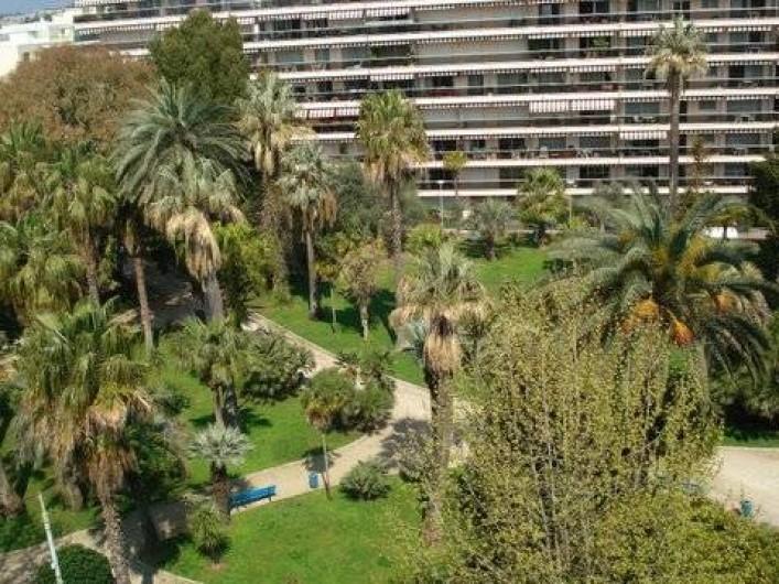 Location de vacances - Appartement à Juan les Pins - Jardin Pauline vu de la terrasse avant
