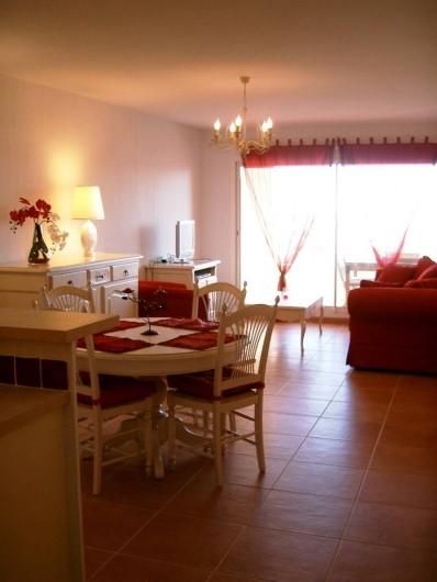 Location de vacances - Appartement à Juan les Pins - Salon avec coin repas