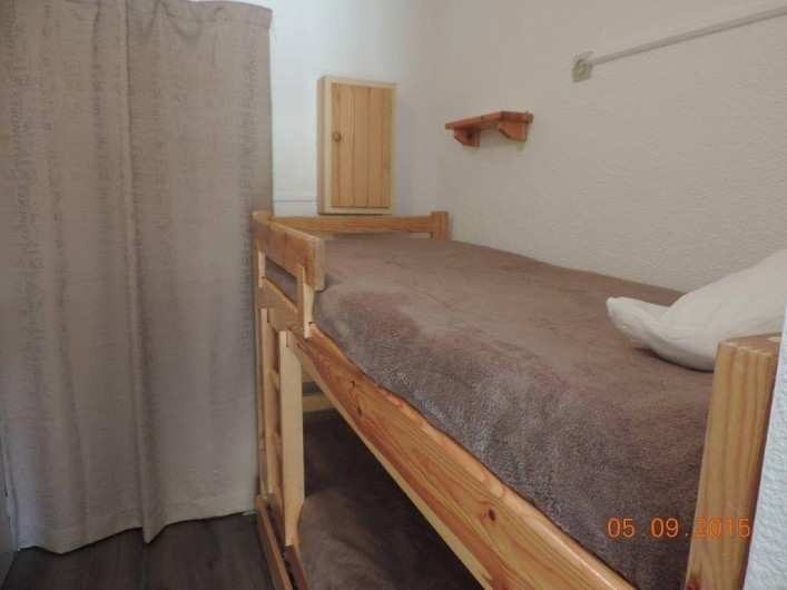 Location de vacances - Studio à Les Deux Alpes - entrée avec lit superposé