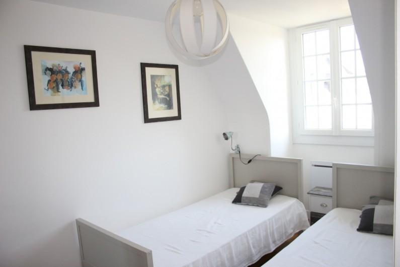 Location de vacances - Appartement à Saint-Malo - La chambre coté jardin