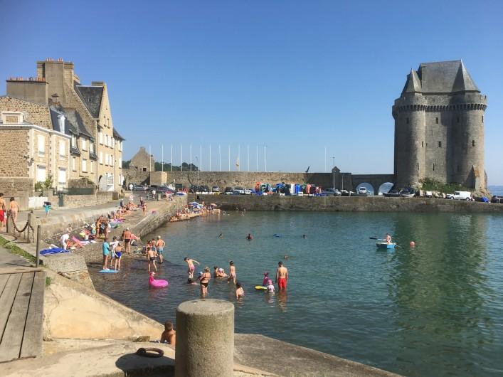 Location de vacances - Appartement à Saint-Malo - Baignade à marée haute