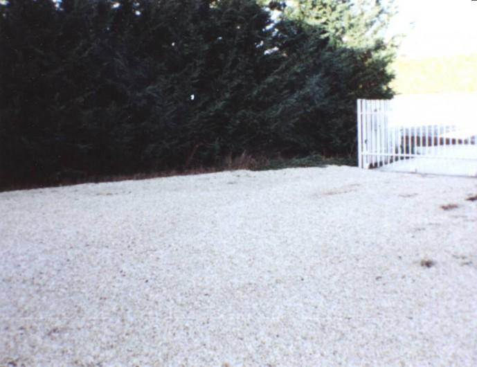 Location de vacances - Villa à Allègre-les-Fumades - Entrée de la villa  avec portail électrique