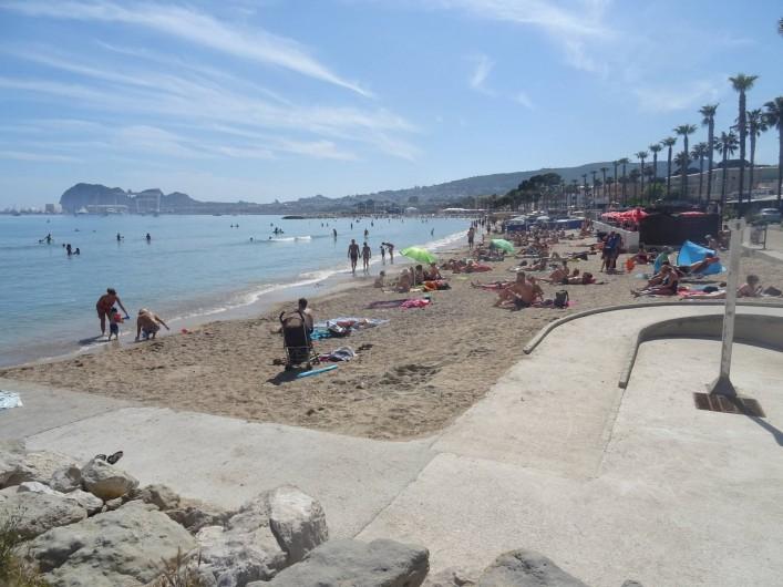 Location de vacances - Appartement à La Ciotat - La grande plage de sable