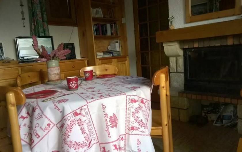 Location de vacances - Chalet à Saint-Pancrace - COIN SALLE A MANGER
