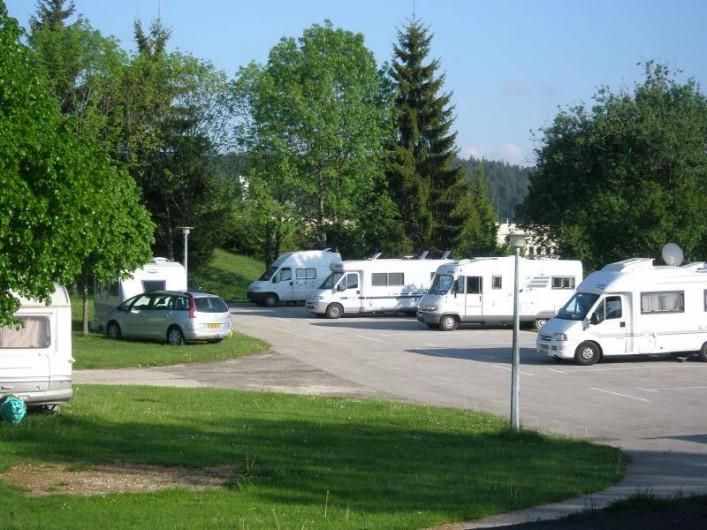 Location de vacances - Chalet à Saint-Laurent-en-Grandvaux - Plateforme  camping -cars ouverte en basse et haute saison
