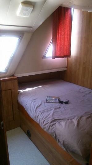Location de vacances - Péniche à Sète - Une des cabines doubles pour être bercé par les flots !