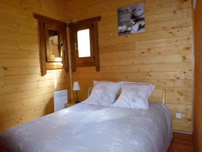 Location de vacances - Chalet à Pompiey - chambre parentale