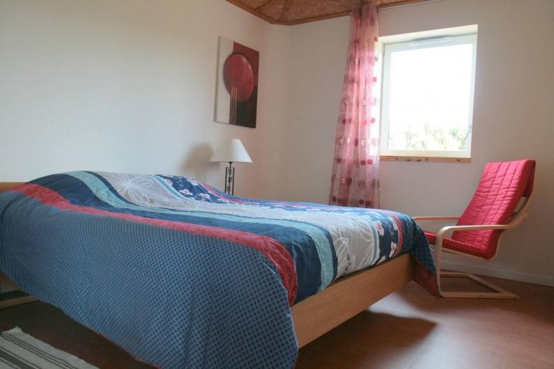 Location de vacances - Gîte à La Chapelle-aux-Filtzméens - Chambre parentale 12 m2, orientée à l'est