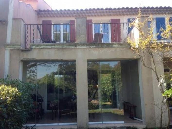 Location de vacances - Villa à Grimaud - BAIE VITREE - TERRASSES