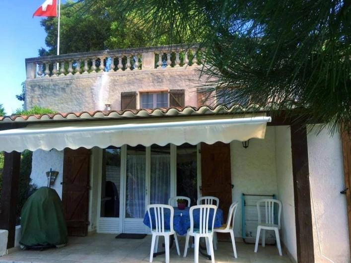 Location de vacances - Mas à Sainte-Maxime - la terrasse - le jardin