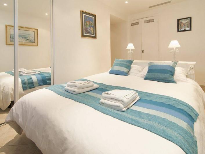 Location de vacances - Appartement à Cannes - Chambre avec lit double 1.5m avec salle de douche en suite