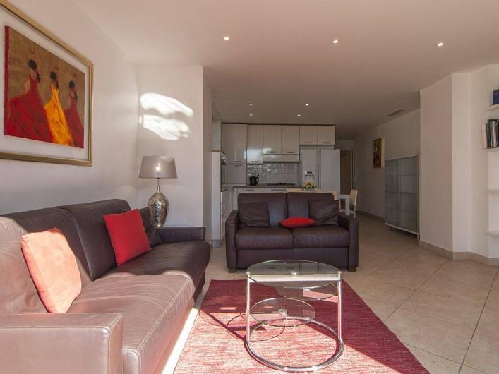Location de vacances - Appartement à Cannes - Séjour avec cuisine américaine et coin repas