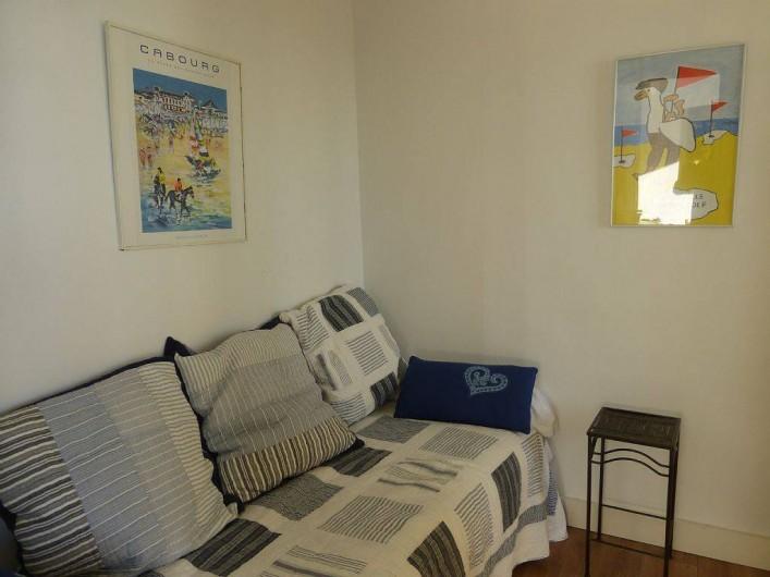 Location de vacances - Appartement à Villerville - chambre cabine avec petite fenetre