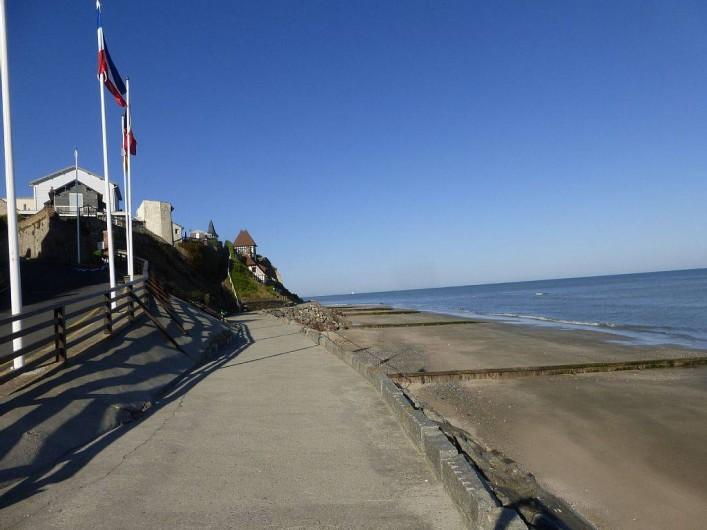 Location de vacances - Appartement à Villerville - promenade le long de la plage