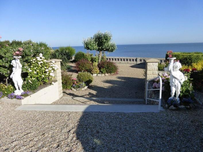 Location de vacances - Appartement à Villerville - vue de l appartement et du balcon  jardin terasse privative  acces privatif a la