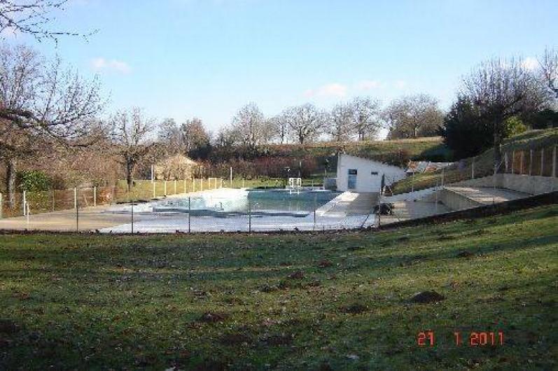 Location de vacances - Villa à Azerat - Piscine