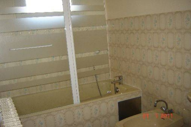 Location de vacances - Villa à Azerat - Salle de bain