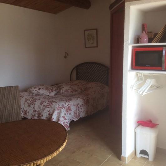 Location de vacances - Chambre d'hôtes à Villelaure - chambre rouge lit en 140