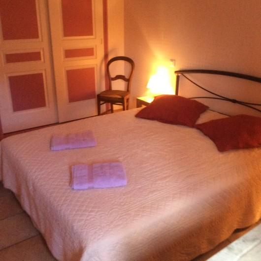 Location de vacances - Gîte à Dondas - chambre lilas lit de 160