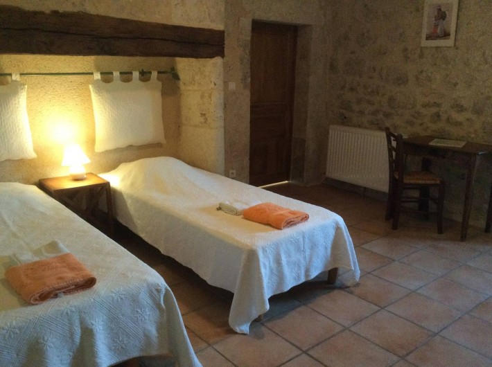 Location de vacances - Gîte à Dondas - chambre tournesols 2 lits 80